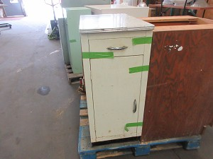 Metal Base Cabinet 15' with top