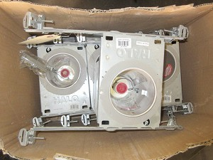 Box of Recessed Can Lights (4)