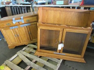Dresser with Hutch Top